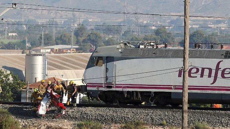 Mueren cuatro personas en una colisión entre un tren y un vehículo en un paso a nivel en Novelda