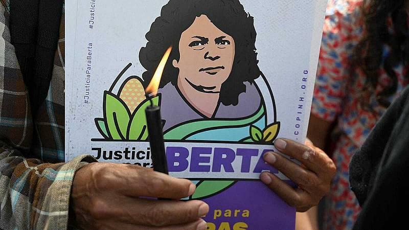 """La familia de Berta Cáceres saluda la condena a su asesino como """"una victoria de los pueblos"""" - Ver ahora"""
