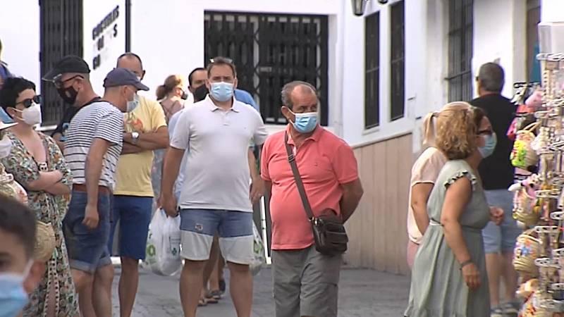 El aumento de los contagios en el municipio gaditano de Conil amenaza con un cierre en plena temporada de verano