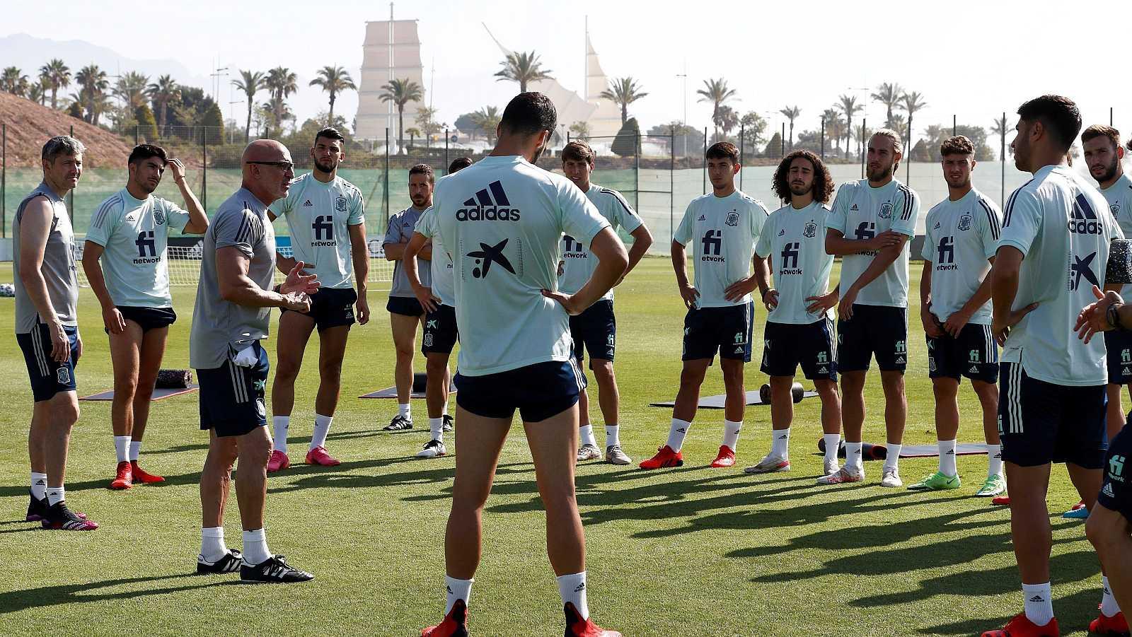 La selección de fútbol prepara los Juegos de Tokio en Benidorm