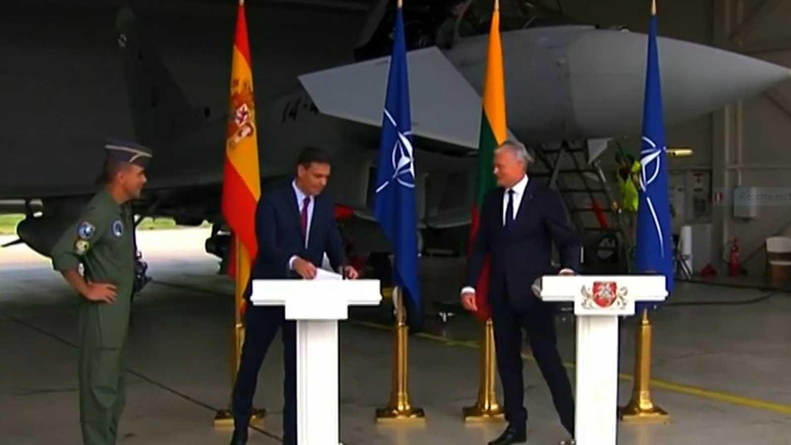 Una alerta real por la presencia de un avión interrumpe la comparecencia de Sánchez en Lituania - Ver ahora