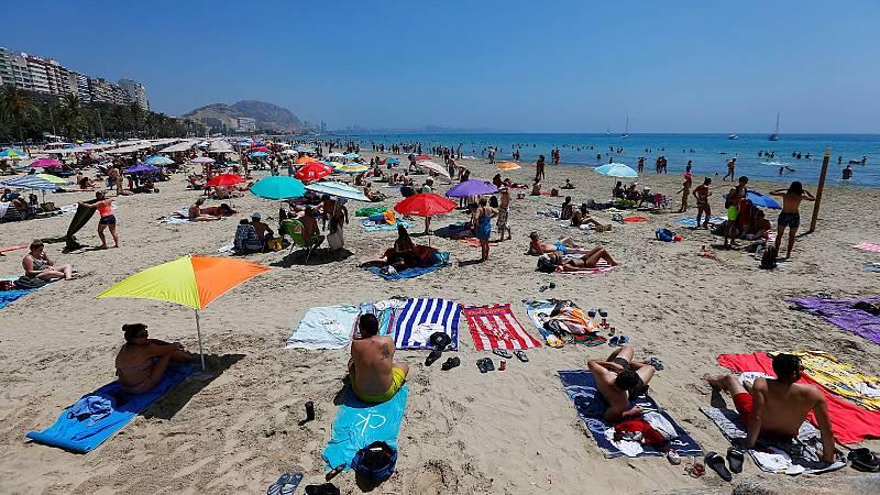 La quinta ola de coronavirus pone en jaque al turismo en plena temporada de verano