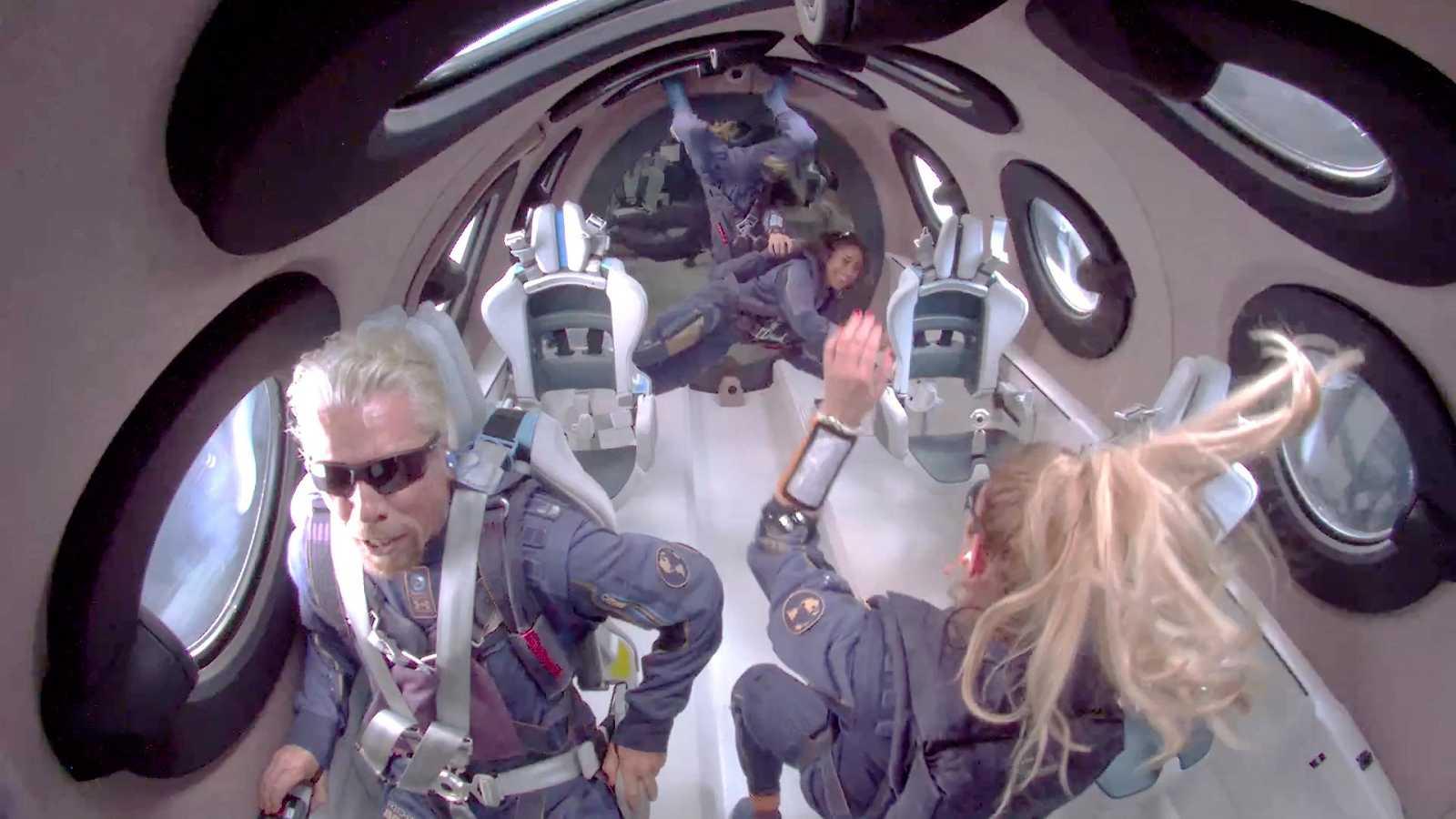 El magnate Richard Branson viaja al espacio a bordo de una aeronave de su empresa Virgin Galactic