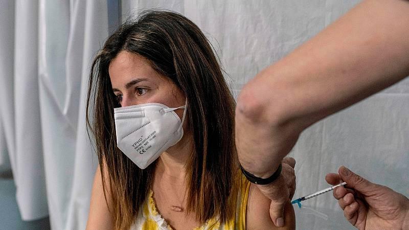 La OMS urge a vacunar primero a todo el mundo antes de inocular una tercera dosis