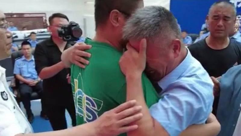 Un padre encuentra a su hijo 24 años después de ser secuestrado