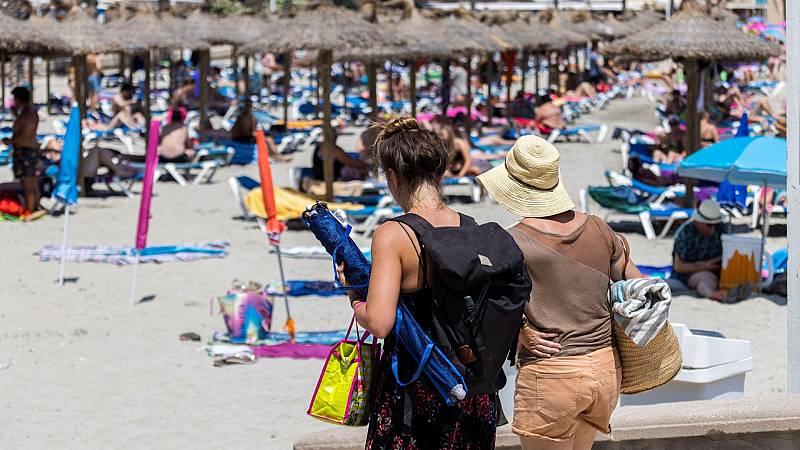 Nuevo varapalo al turismo: Países Bajos desaconseja los viajes a Baleares y Canarias