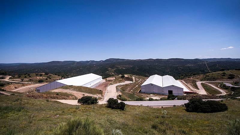 Un equipo de TVE visita El Cabril, el único cementerio nuclear que hay en España