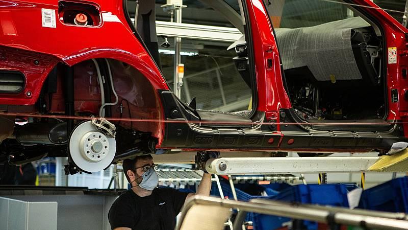 La escasez de chips obliga a parar la producción de Mercedes-Benz en Vitoria y de Seat en Martorell