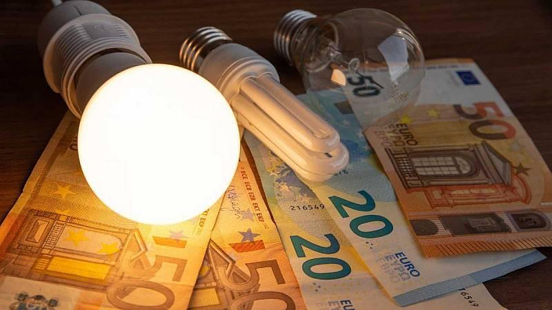 El precio de la luz bate este miércoles el récord histórico, con más de 106 euros/MWh