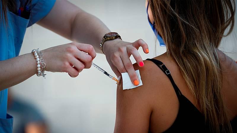 Crecen las anulaciones de citas para vacunarse en el verano