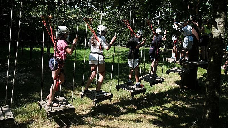 Aumentan los brotes en los campamentos de verano de jóvenes