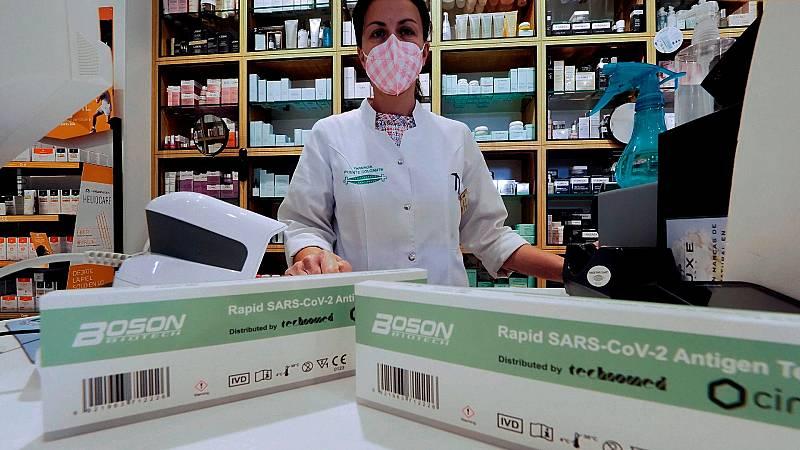 Agotados los test de autodiagnóstico sin receta en muchas farmacias el primer día de salir a la venta