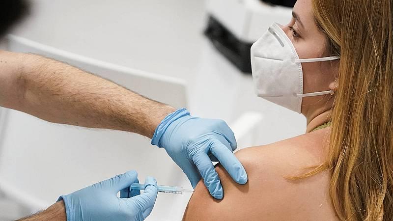 La Agencia Europea del Medicamento autoriza inyectar la vacuna de Moderna a los adolescentes de 12 a 17 años