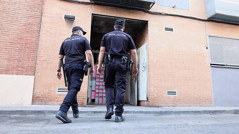 El juez cita a declarar a los policías que entraron por la fuerza en una vivienda por una fiesta ilegal en el confinamiento