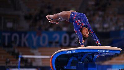 La ejecución en el salto de trampolín de Simone Biles