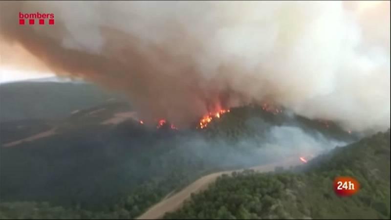 """""""Situació crítica"""" en l'incendi de la Conca de Barberà i l'Anoia, que segueix actiu"""
