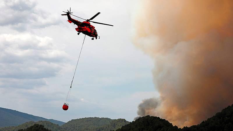 Los equipos de emergencia tratan de extinguir los incendios declarados en Cataluña, Albacete y Huelva