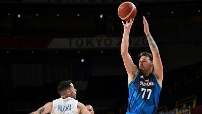 Doncic se exhibe en su debut en unos Juegos Olímpicos