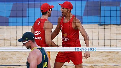 España vence a Australia en vóley playa