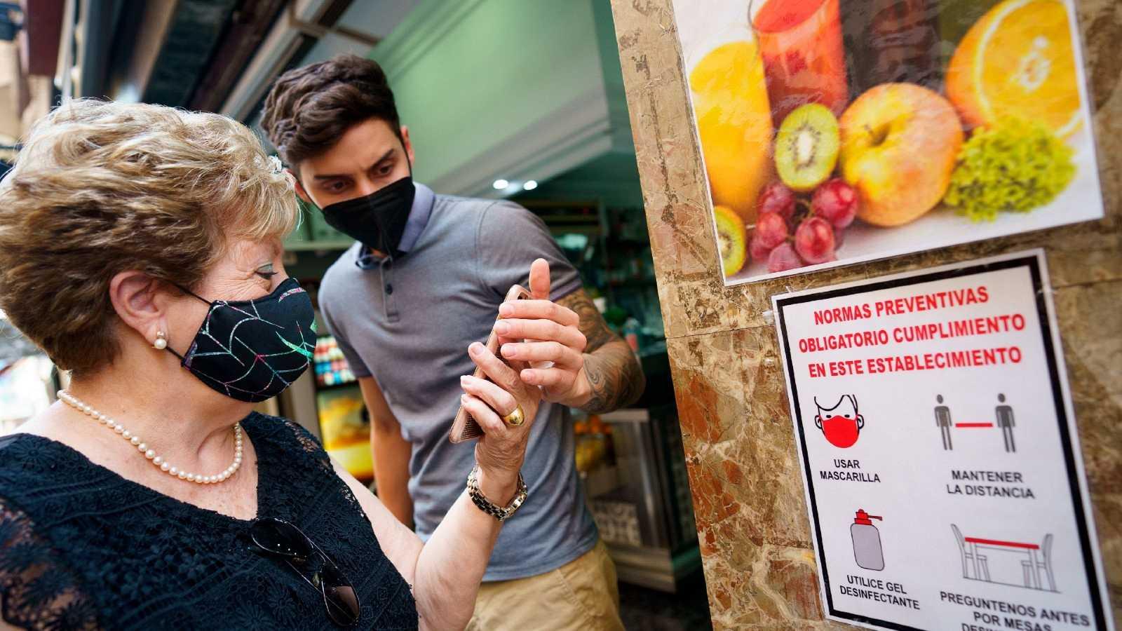 Sanidad descarta por ahora aplicar en todo el país el certificado COVID en bares y restaurantes