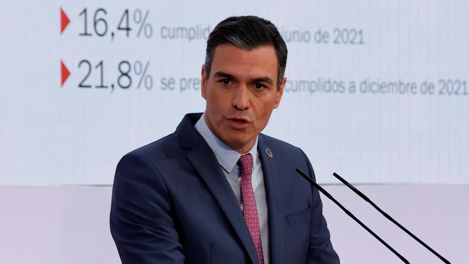 """Sánchez critica la """"oposición destructiva"""" en medio de la pandemia"""