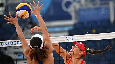España pierde contra China en vóley playa y complica su pase