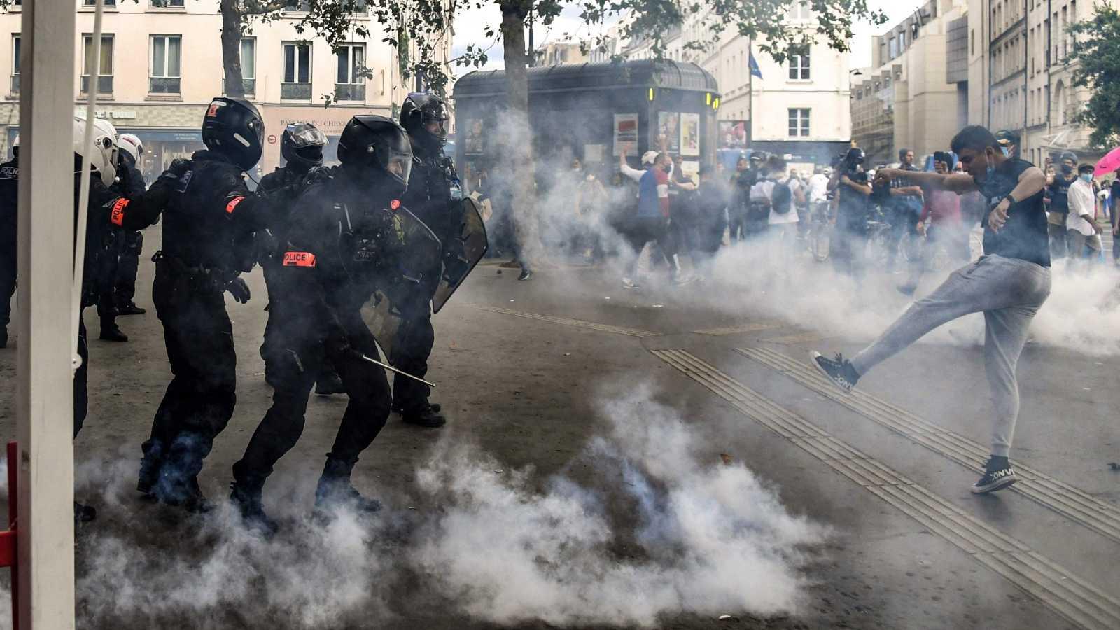 Miles de manifestantes en la tercera semana de protestas contra el pase COVID en Francia