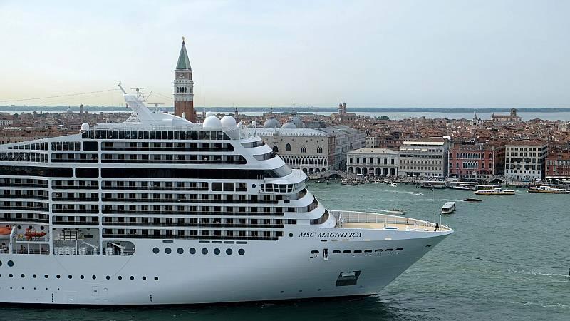 Venecia prohíbe la llegada de grandes cruceros