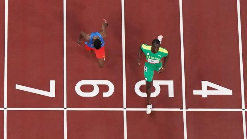 Kirani James gana con solvencia en las semifinales de los 400 metros