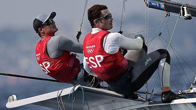 Iago López y Diego Botín ven escaparse la medalla en 49er
