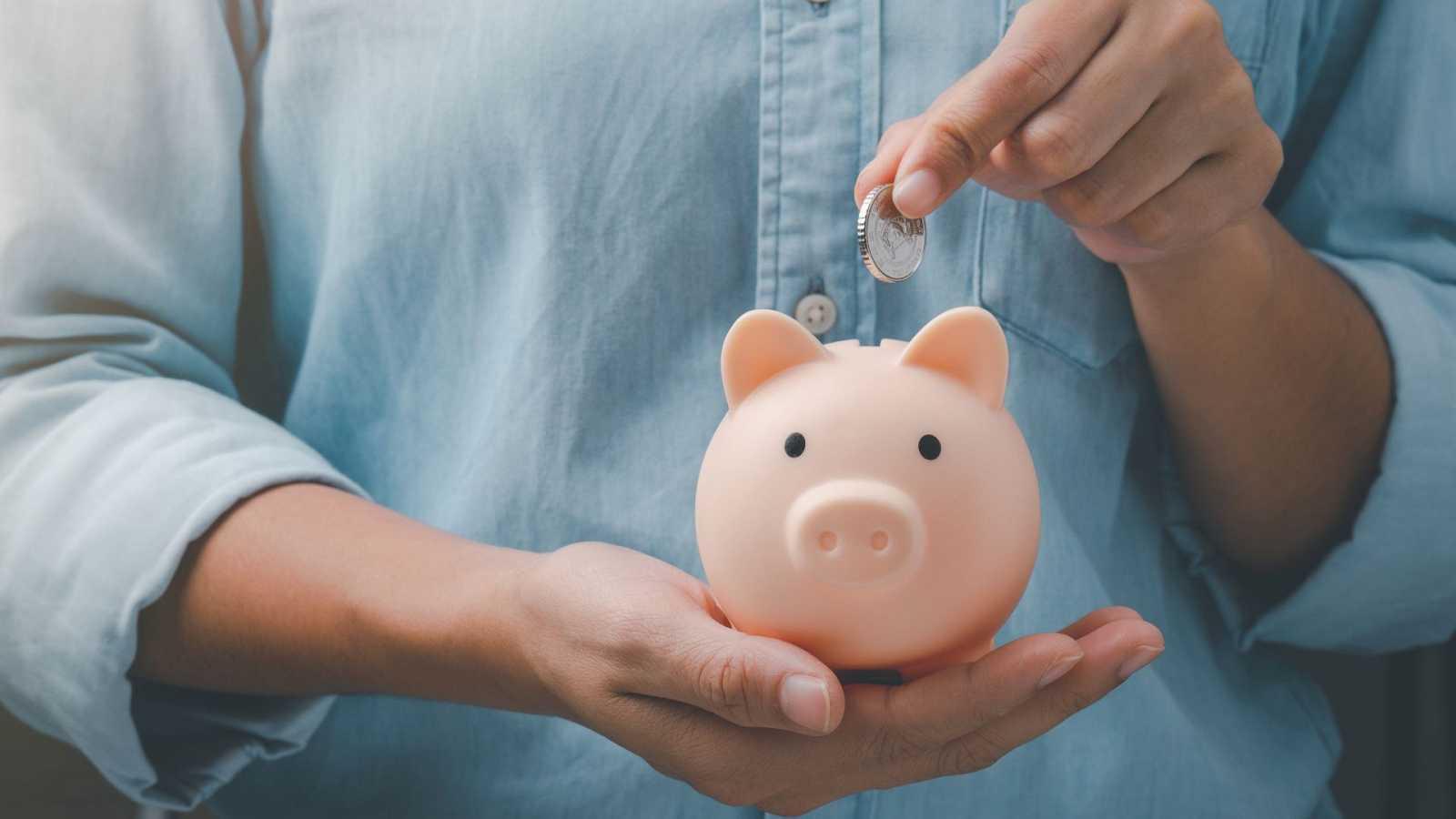 Con el ahorro en máximos y el consumo al alza, la economía doméstica marca la recuperación