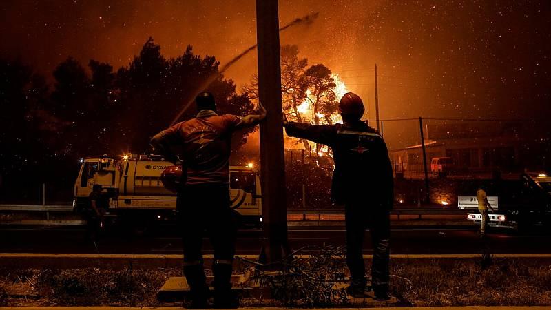Las altas temperaturas y el viento dificultan la extinción de los incendios en Grecia - Ver ahora