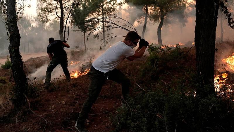 Centenares de incendios siguen activos en Grecia