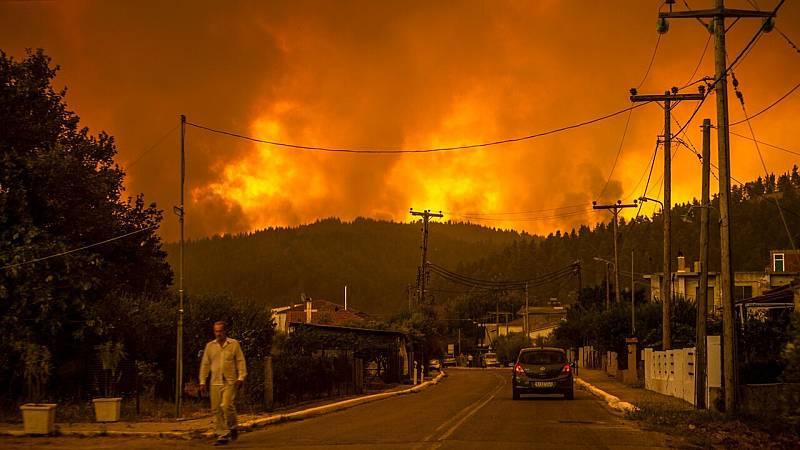 Grecia comienza a ganar la batalla contra los incendios forestales que arrasan el país - Ver ahora