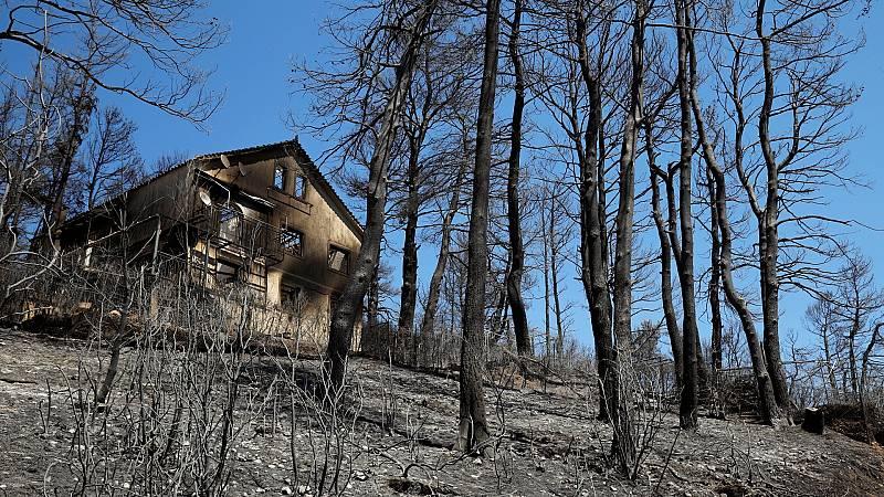 Controlados los incendios que amenazaban varios núcleos urbanos al norte de Atenas
