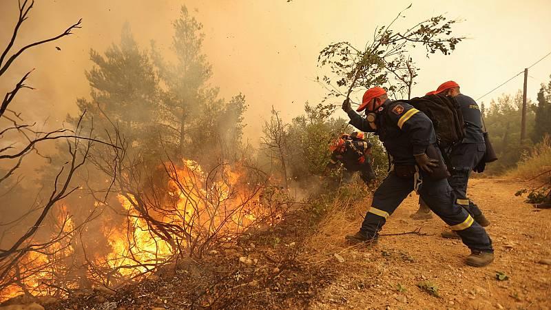 Grecia, Turquía y California luchan contra los incendios forestales