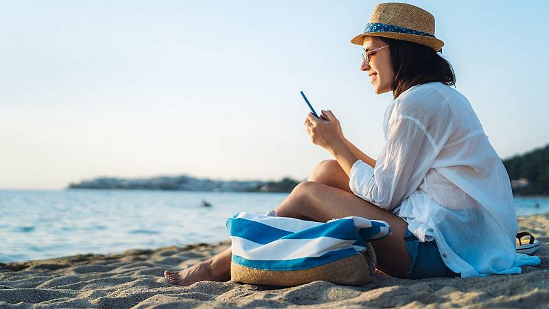 ¿Es posible desconectar del móvil en verano?