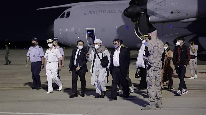 Llega a Madrid el avión con los primeros repatriados españoles y colaboradores afganos
