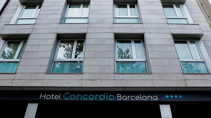 Buscan al padre de un niño hallado muerto en un hotel de Barcelona