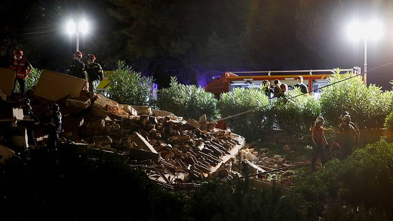 """Derrumbe en Peñiscola: los bomberos han trabajado """"a riesgo de su vida"""" - Ver ahora"""