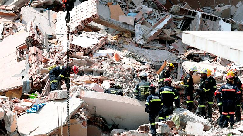 El derrumbe de un edificio en Peñíscola deja un menor fallecido, un joven herido y una mujer desaparecida