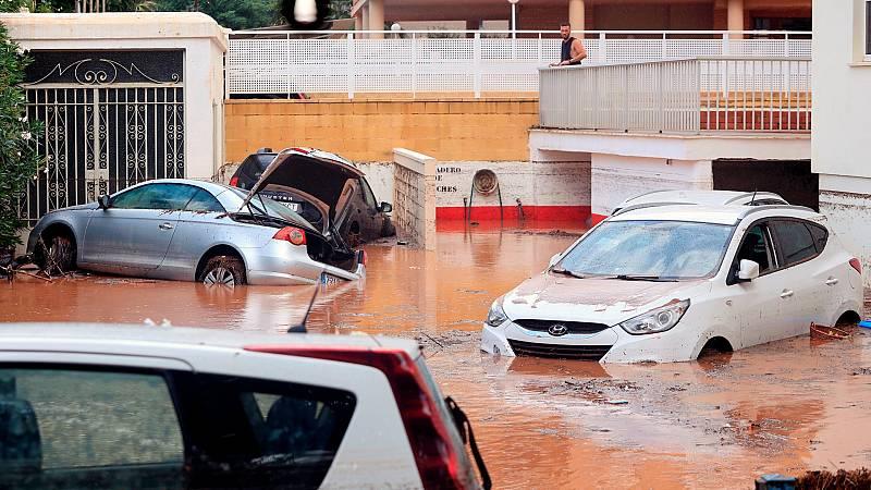 Una fuerte tormenta anega las calles de Benicàssim