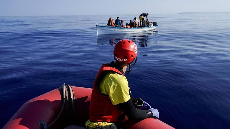Rescatan a más de un centenar de personas en el Mediterráneo en seis operaciones del velero Astral de la oenegé Open Arms