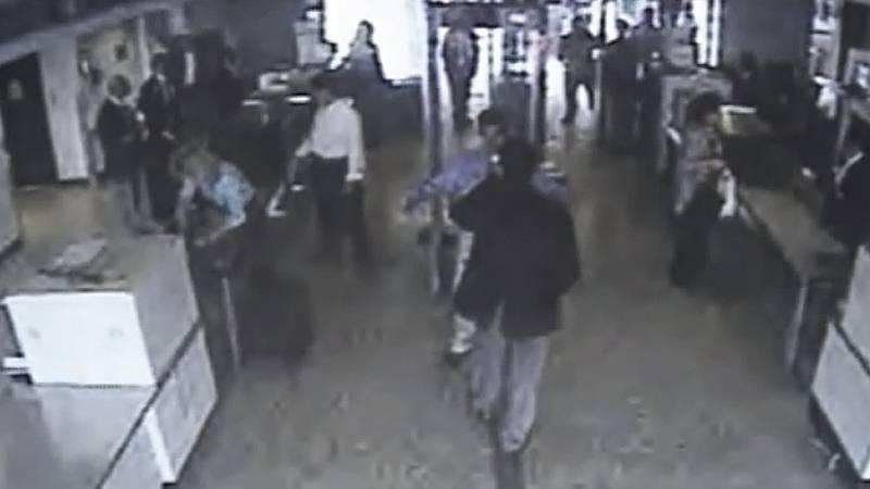 11-S: Cámaras de seguridad en el aeropuerto de Dulles registran a dos de los terroristas