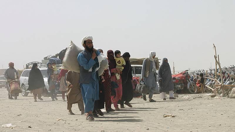 Afganos refugiados en Pakistán piden la colaboración de Occidente con los talibanes - Ver ahora