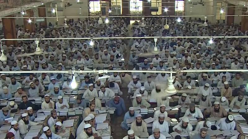 TVE visita la madrasa de Pakistán donde se formó el fundador de los talibanes - Ver ahora