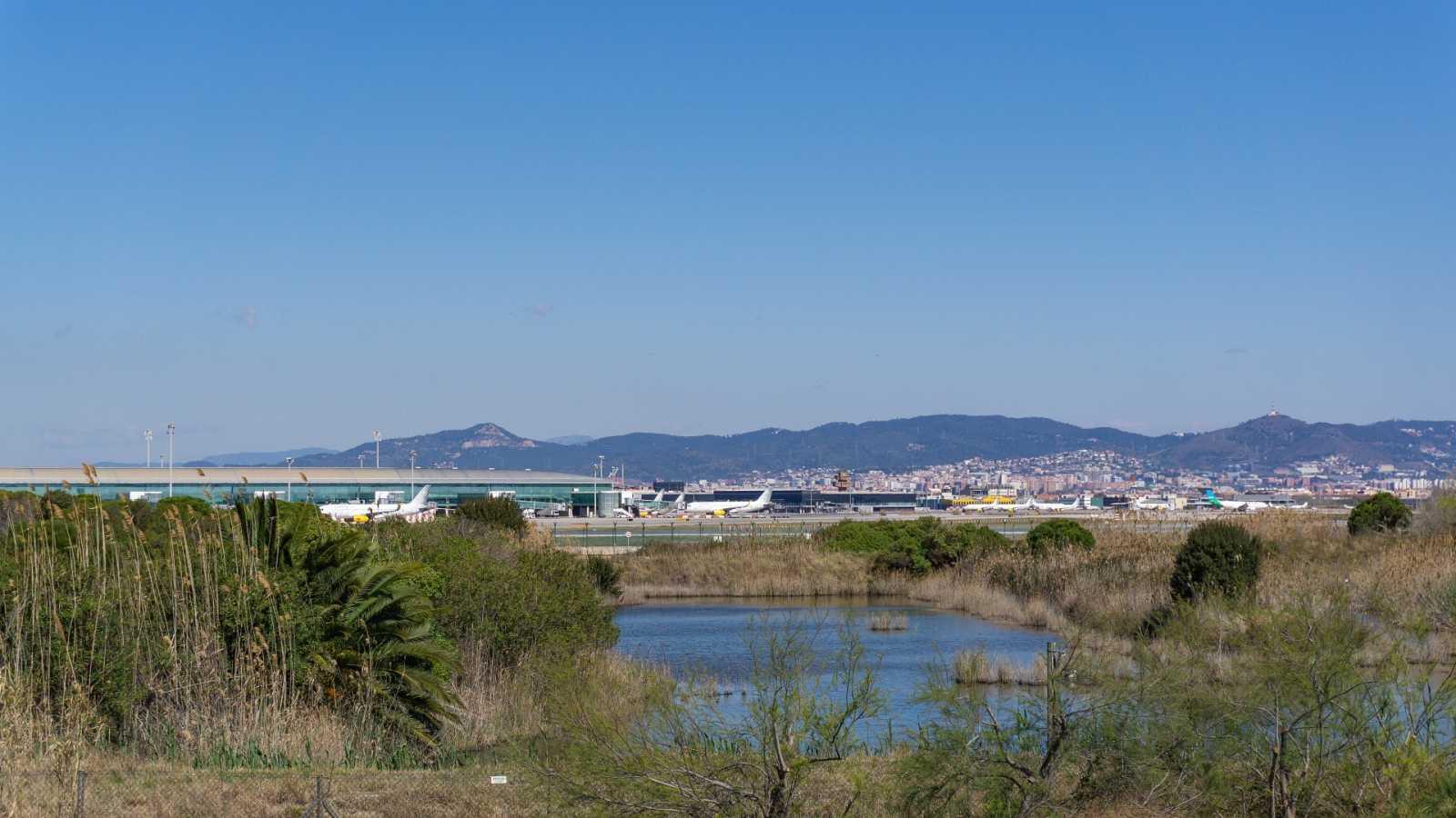 El Gobierno suspende la ampliación de El Prat