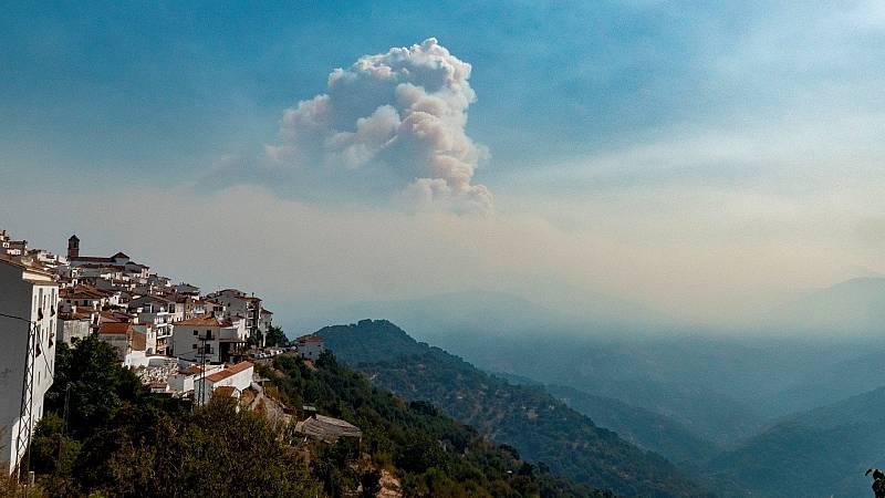 El incendio de Sierra Bermeja sigue ardiendo con fuerza y sin control