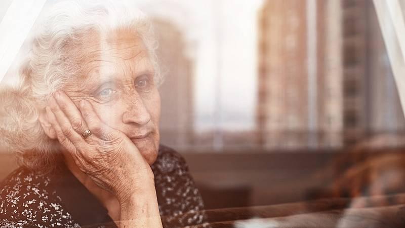 La cara del Alzheimer ante el Congreso de los Diputados: enfermos, cuidadores y expertos piden más investigación y ayudas económicas
