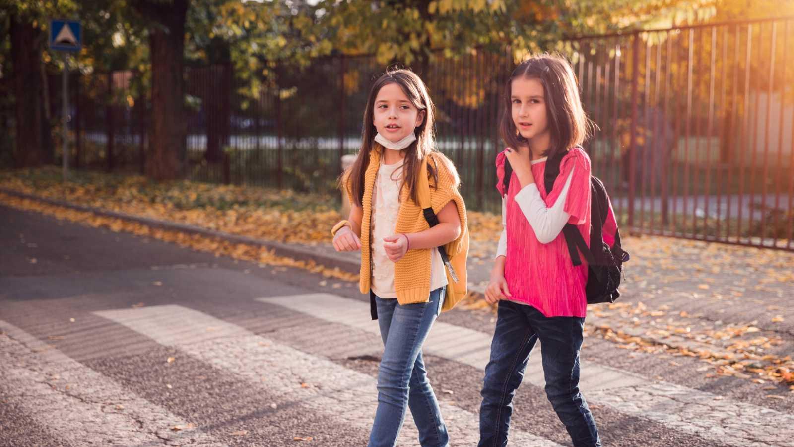 Extremadura prohíbe entrar al colegio a los alumnos que no lleven mascarilla tras la polémica por dos niñas en Cáceres